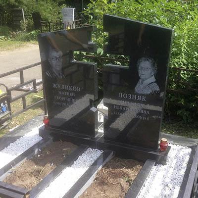 Памятник Роза из двух видов гранита Павлово Лампадка из лезниковского гранита Неман