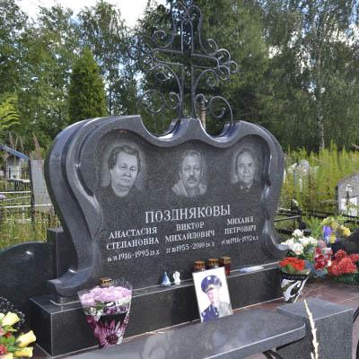 Мемориальный одиночный комплекс из двух видов гранитов Лихославль Ваза. Габбро-диабаз Борисово